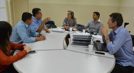 Também esteve presente na reunião o procurador-geral do município Fabio Lima e o assessor especial Carlos Coelho. (Foto: ascom)