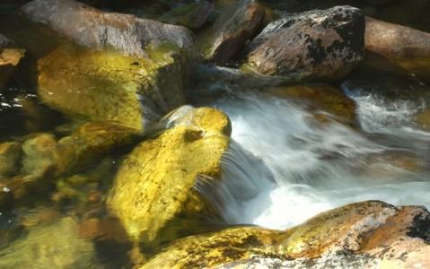 Àguas na cachoeira