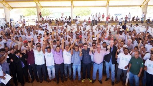 Agricultores reunidos em audiência (Foto: Felipe Henrique)