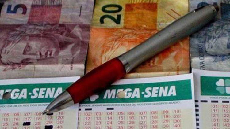 A aposta mínima na Mega-Sena é de R$ 3,50 e pode ser feita em qualquer lotérica do país, até às 19h do dia do sorteio/Imagem ilustrativa