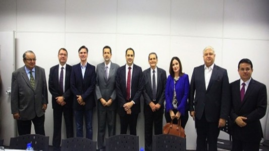 Paulo Câmara e membros da Arpe