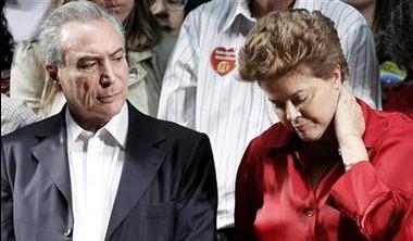 """""""Eu acho que quem tem que bater o martelo é a presidente. A conversa é em torno de cinco"""", disse o vice-presidente eleito Michel Temer, do PMDB, sobre a partilha ministerial do governo Dilma Rousseff. 11/10/10 REUTERS/Ueslei Marcelino"""
