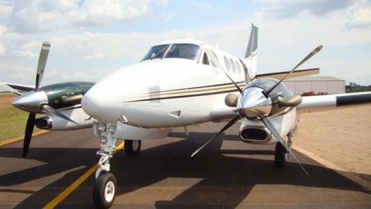 Bi motor avião