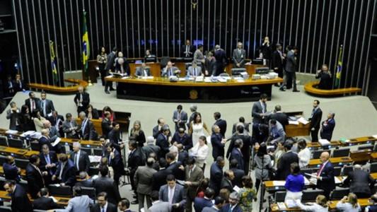 Plenário durante sessão conjunta do Congresso Nacional. À mesa, senador Romero Jucá (PMDB-RR). Foto: Edilson Rodrigues/Agência Senado