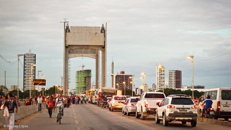 Ponte manifestantes Lula 01