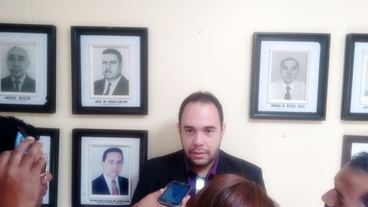 Vereador Pedro Felipe (PSL/PE), nos corredores da Câmara Municipal de Petrolina. Foto: Jean Brito
