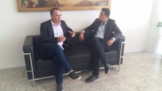 Zó e o reitor da UNIVASF durante reunião