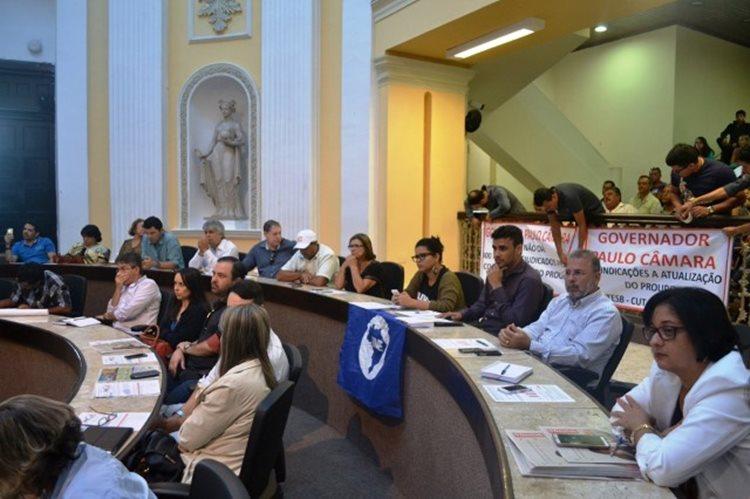 A eficácia e a requalificação do Programa Universidade para Todos em Pernambuco foram debatidas em audiência pública/ Fotos: ASCOM