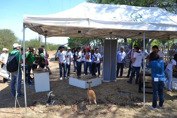 Equipe do Cemafauna particpou de atividades do Programa Embrapa & Escola, em comemoração ao Dia Nacional da Caatinga/Foto: ASCOM