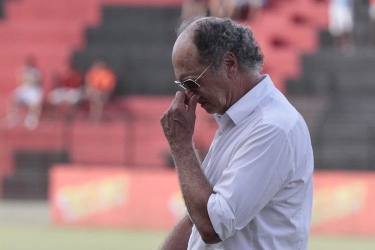 Numa nota curta, o presidente do Sport, João Humberto Martorelli, anunciou a demissão do técnico Paulo Roberto Falcão do comando técnico do time profissional