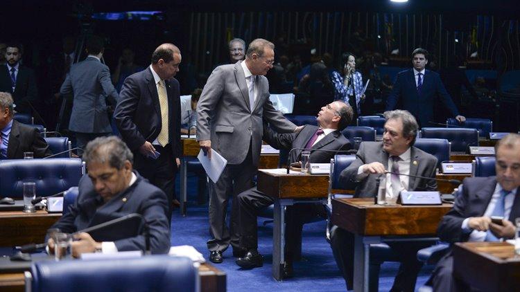 Plenário do Senado durante sessão deliberativa ordinária. Participam: senador Renan Calheiros (PMDB-AL); senador Fernando Bezerra Coelho (PSB-PE);  senador José Agripino (DEM-RN);  senador Vicentinho Alves (PR-TO);  senador Waldemir Moka (PMDB-MS). Foto: Jefferson Rudy/Agência Senado