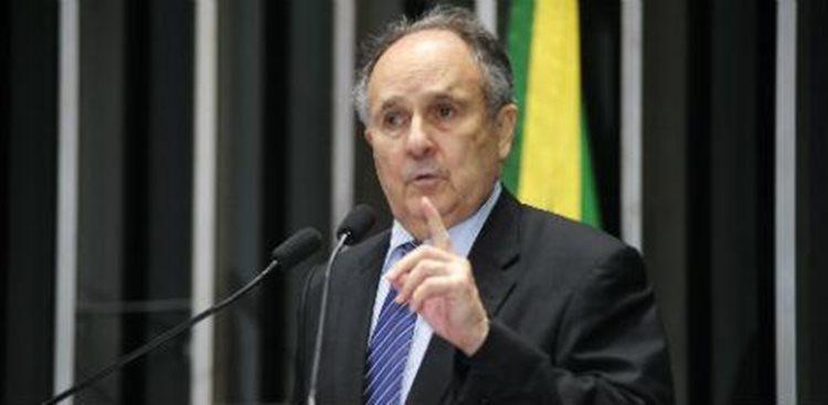 A solução, segundo o senador, é o surgimento de uma nova esquerda/Foto: Waldemir Barreto Agência Estado