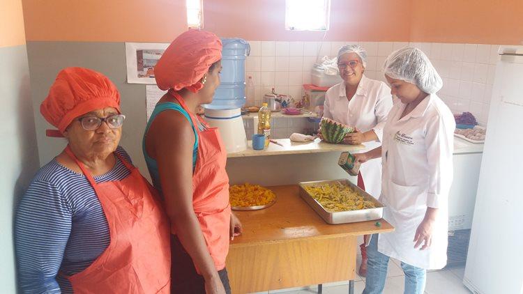 Cursos oportunizam que famílias aproveitem adequadamente os alimentos e ganhem renda extra