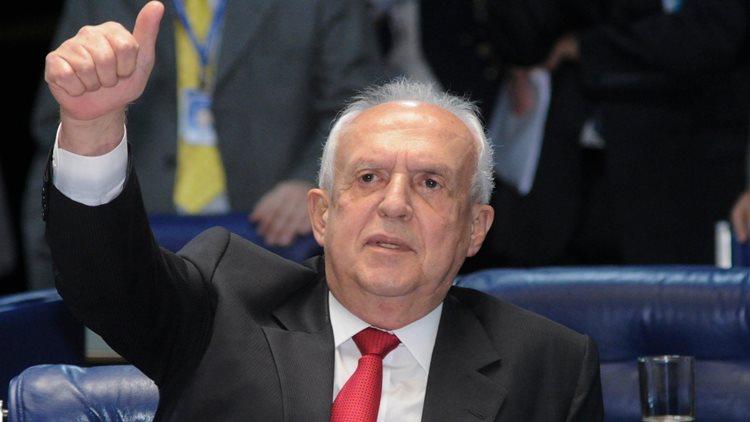 """Dilma não tem contra si uma decisão judicial, mas legislativa"""", diferencia Jarbas. """"Cunha foi retirado do mandato pelo Supremo por absoluta falta de condições éticas e morais""""/Foto:arquivo"""
