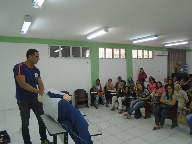 As gestoras do Nova Semente receberam treinamento de um profissional do SAMU