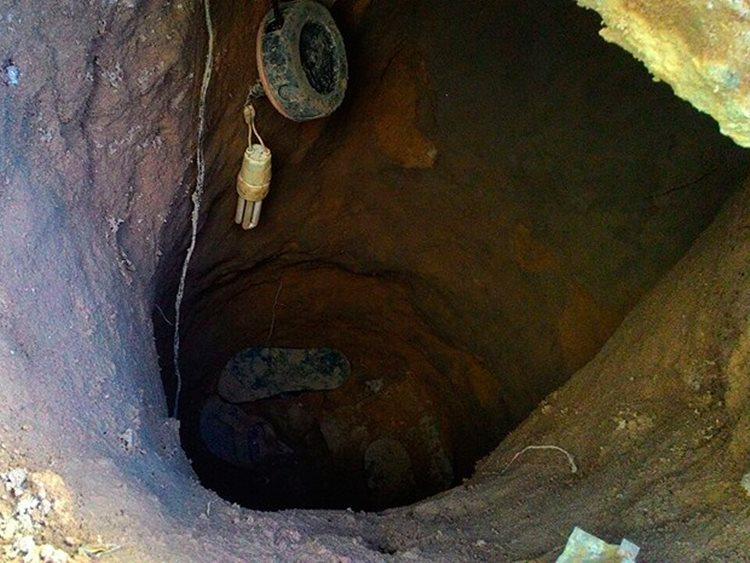 O buraco foi cavado em uma das celas, onde estavam os cinco presos que escaparam