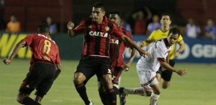 Na partida que marcará a última vez do assistente-técnico Thiago Gomes comandando o time à beira do gramado, o Sport vai a campo com uma formação ofensiva/Foto: JC imagem
