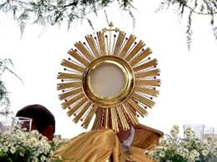 Fiéis católicos celebram nesta quinta (26) , o dia de Corpus Cristhi/Foto:internet