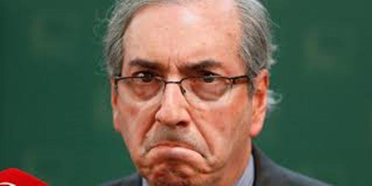 Cunha é acusado de ter mentido à Comissão Parlamentar de Inquérito (CPI) da Petrobras, quando negou a existência de contas no exterior em seu nome/Foto: internet
