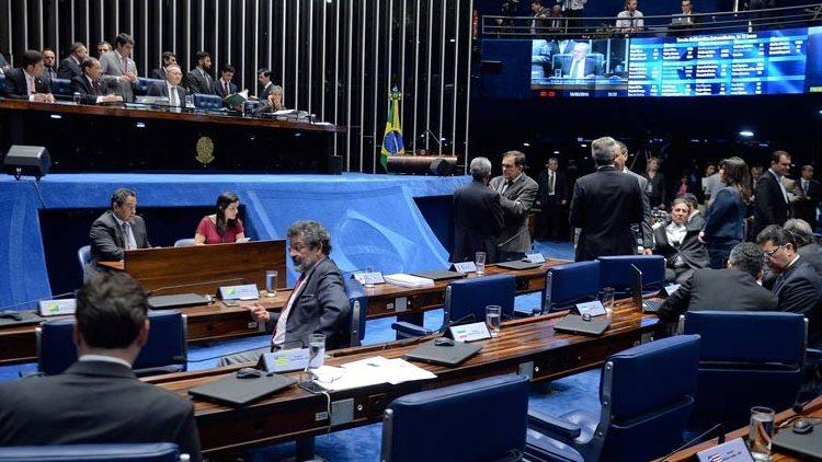 Senado cassa Delcídio