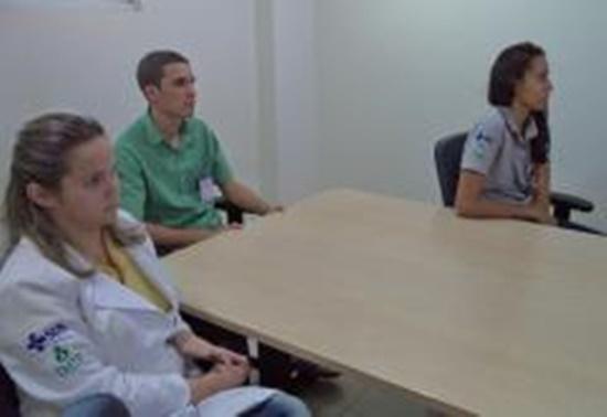 O treinamento sobre ergonomia prossegue na unidade de saúde e no próximo mês a equipe da SESMT terá como foco a prevenção de acidentes com perfurocortantes/Foto:ASCOM