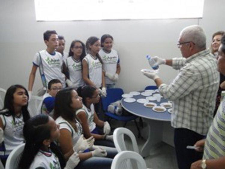 Alunos participaram da aula prática sobre Análise do Solo, na Sala Verde, um projeto do Núcleo de Educação Ambiental/Foto:Portal da Prefeitura