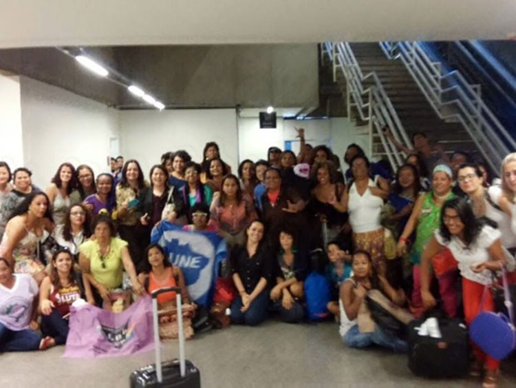 As mulheres, que ficam na cidade entre os dias 10 e 13 de maio para a 4ª Conferência Nacional de Políticas para Mulheres, foram depois de uma hora e meia levadas para a sala da Polícia Federal no aeroporto/Foto:Jéssica Sinai