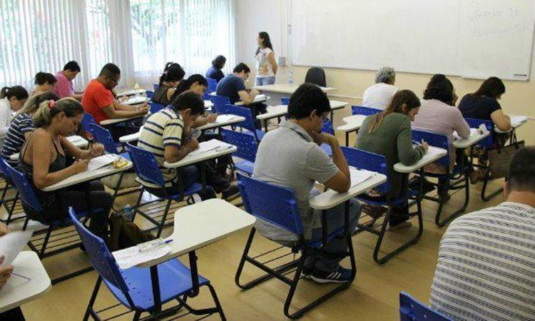 São isentos da taxa os estudantes concluintes do ensino médio em escolas públicas e os participantes de baixa renda/Foto:arquivo