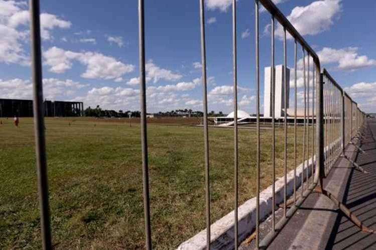 Um muro de metal dividindo a Esplanada ao meio deve começar a ser erguido neste fim de semana, nos mesmos moldes do isolamento que foi feito para a votação no plenário da Câmara/Foto:Wilson Dias/Agência Brasil