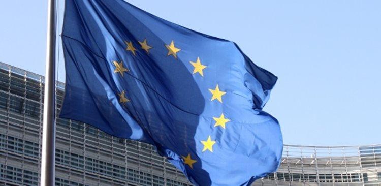 """No documento, que foi assinado por mais de 30 eurodeputados de diferentes grupos políticos e nacionalidades, Benito, do partido espanhol Podemos, denuncia a falta de """"legitimidade democrática"""" do governo de Temer/Shutterstock"""
