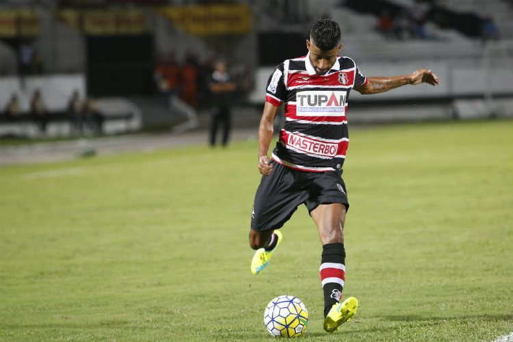 Para Léo Moura, o jogo de domingo (15), quando o Santa estreia na Série A contra o Vitória, no Arruda, não deve atrapalhar/Foto: André Nery