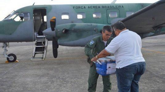 Entrega de órgão a técnico no Cerá (Foto: Divulgação/FAB)