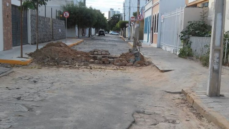 Buraco Rua Manoel Borba 01