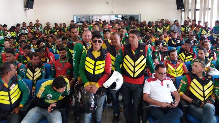 Mototaxistas na Câmara
