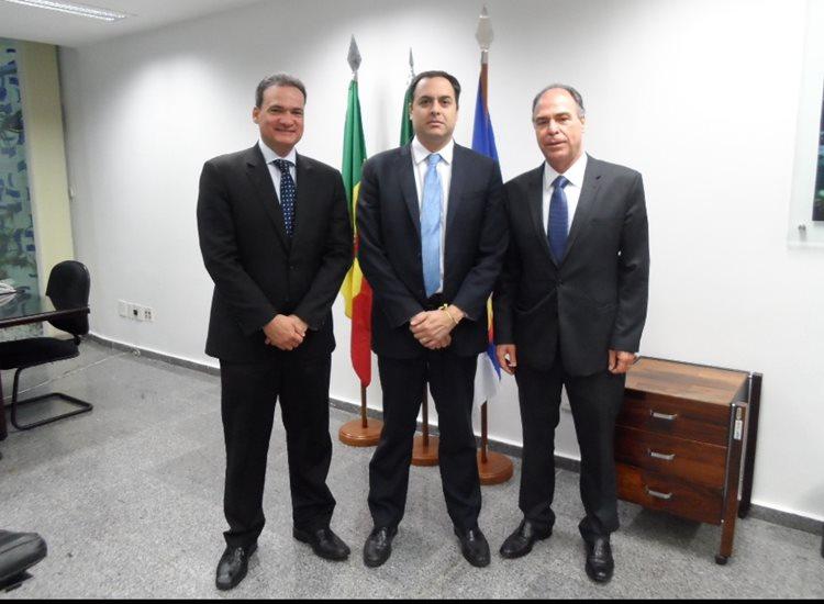 Paulo Câmara (centro da foto) deve trazer alguns secretários estaduais para lançamento da candidatura de Miguel Coelho/Foto: ASCOM