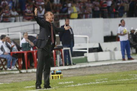 O técnico Milton Mendes achou a derrota para o Flamengo injusta (Foto: Diego Nigro)