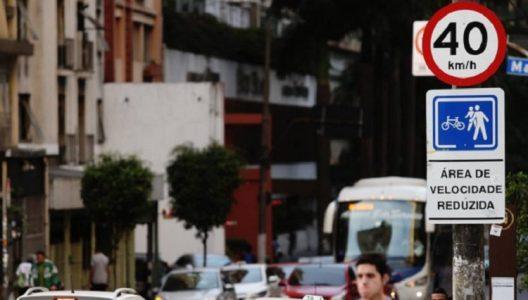Os equipamentos estão programados para registrar três infrações, são elas: parada em cima da faixa de pedestre, avanço de semáforo e velocidade acima do permitido./Foto: internet