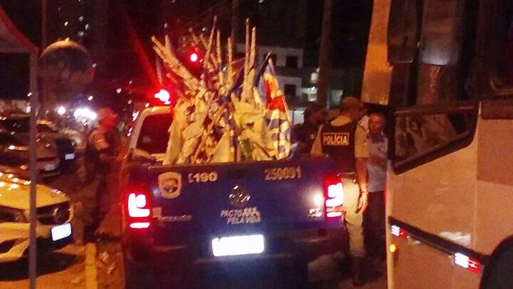 policia-recolhe-bandeiras-debate-da-facape-02