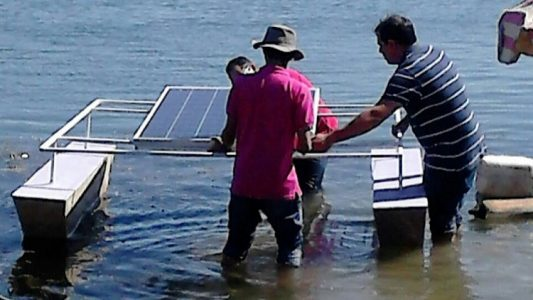 O primeiro teste foi realizado nas águas do rio São Francisco, com um ensaio de estabilidade do sistema de flutuadores de células solares./ Foto: Ascom Univasf