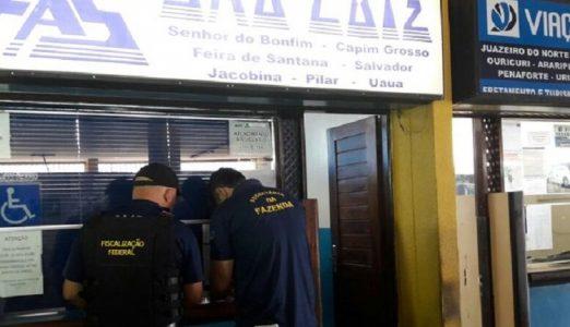 Guichês sendo fechados em Petrolina. (Foto: Aracelly Romão/ TV Grande Rio)