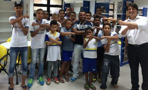 O jogador participou de uma aula de artes marciais na instituição./ Foto: Ascom