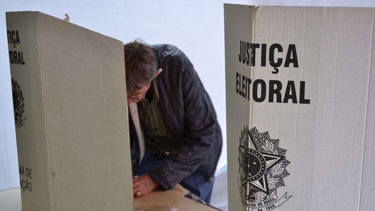 pessoas-votando