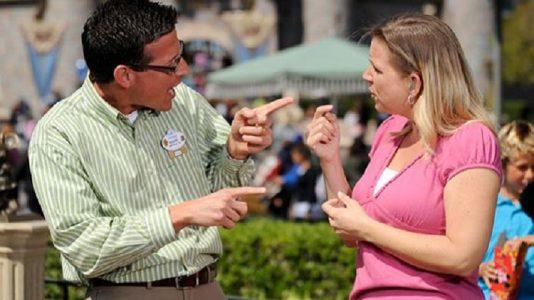 Durante dois dias, os participantes aprenderão com os próprios surdos como se deve atender uma pessoa surda./ Foto: imagem ilustrativa