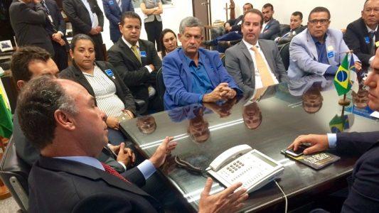 Mês passado, após o primeiro turno das eleições, o senador recebeu, no gabinete do Senado, dez prefeitos pernambucanos eleitos ou reeleitos no último dia 2 de outubro./ Foto: ascom