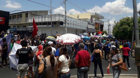 O Ato em Petrolina contou com a participação de diversas entidades e movimentos, como o Sindsemp, Sindunivasf, ACOSAP, Levante Popular da Juventude, entre outros. (Foto: Whats APP)