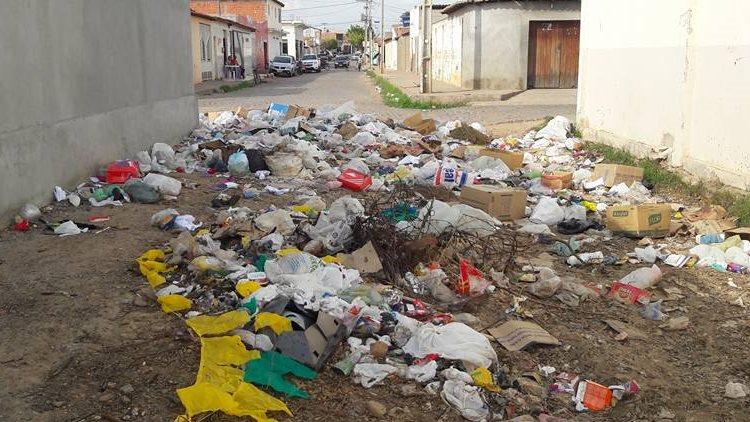 creche-tia-cootinha-lixo-03