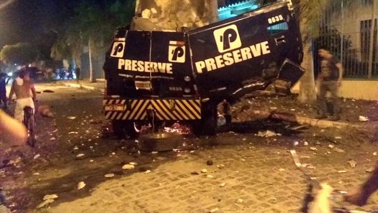 Resultado de imagem para Carro forte é explodido no início da noite desta sexta-feira (11), em Petrolina